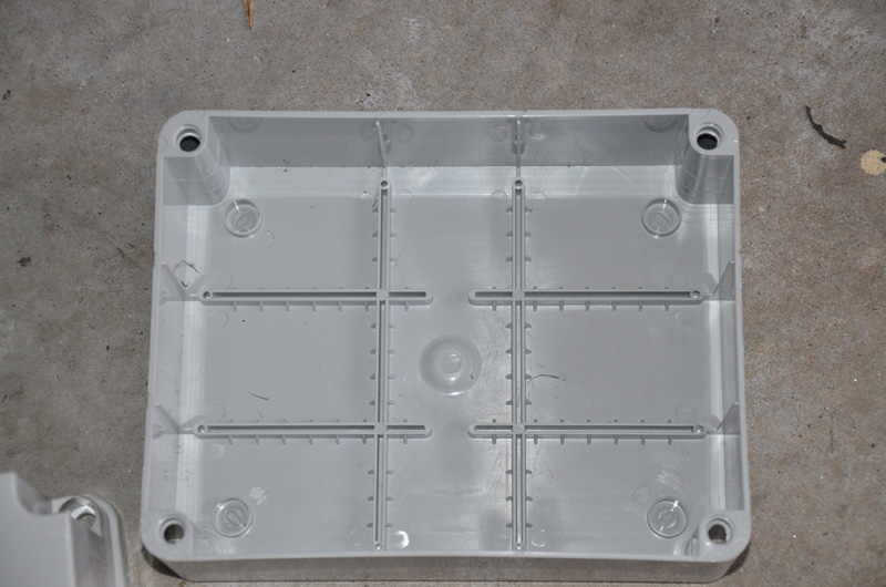 Here you can see the ribbed base. This ribbing really does stiffen up the base, which is made with plastic about 2mm thick. The screws to mount the top and bottom are plastic, and there is a nice rubber o-ring supplied for sealing between the 2 halves