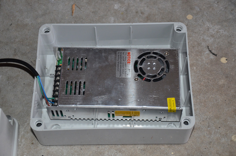 Some people will only want to mount a PSU in this box, so this is shows the PSU laying flat on the base. There is a similar box the same width and height, but the case lid is only about 1/3 as high, making it more suited to just mount controllers or PSU's but probably not both