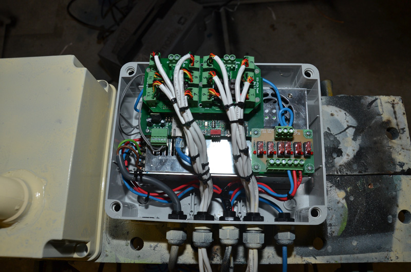 Here is the PSU, P12R and fuse board all packed into the new box. I still have a few wires left to connect up, but overall it went well